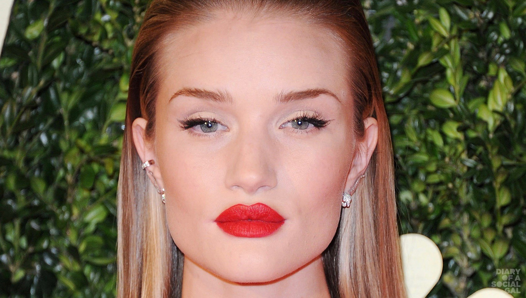 her-hair-slicked-back-Rosie-Huntington-Whiteley-bright-red (3)