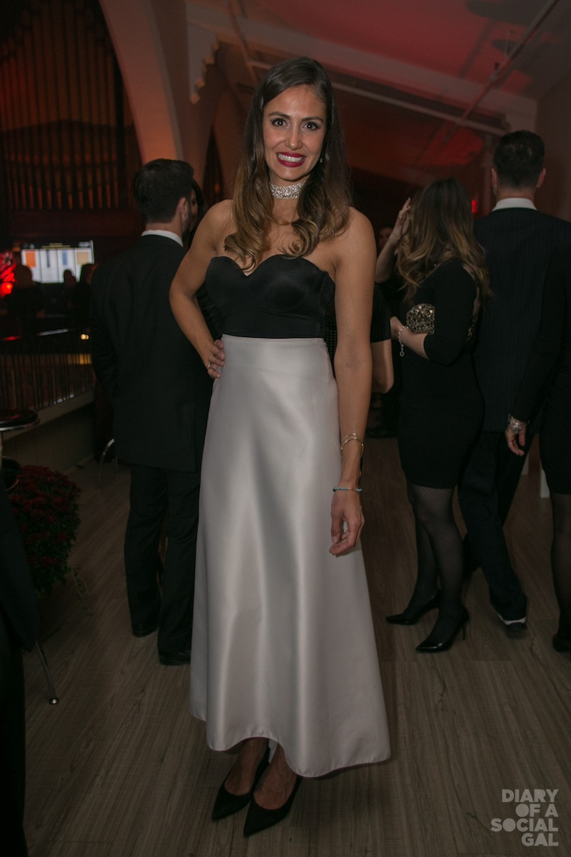 SEXY IN STRAPLESS: ANNA-ISABELLE MORENCY-BOTELL in LA PETITE ROBE NOIR