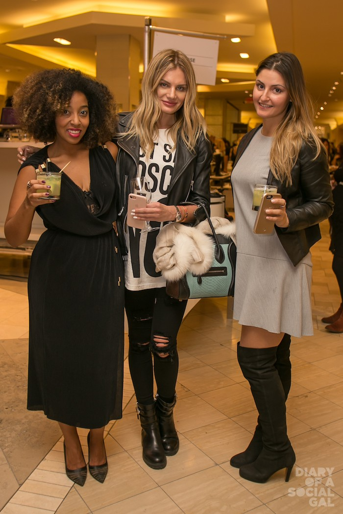 CHEERS TO U SOCIALS! Photographer MONIQUE WESTON, ANNA GALCHENYUK and a pal. ☺