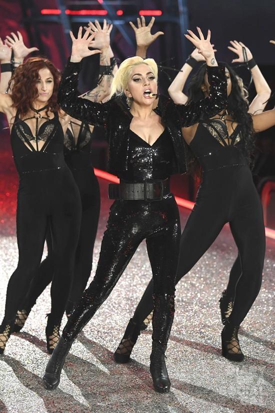 Lady-Gaga-Victoria-Secret-Fashion-Show-2016-Tom-Lorenzo-Site-13