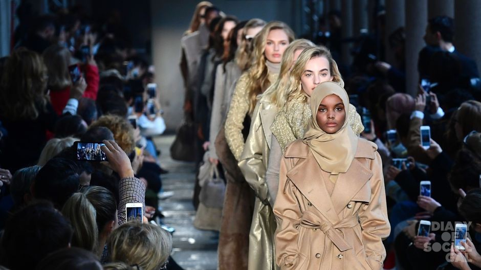 US-Somalia model Halima Aden presents a creation for fashion house Max Mara during the Women's Fall/Winter 2017/2018 fashion week in Milan, on February 23, 2017.  / AFP / Miguel MEDINA        (Photo credit should read MIGUEL MEDINA/AFP/Getty Images)
