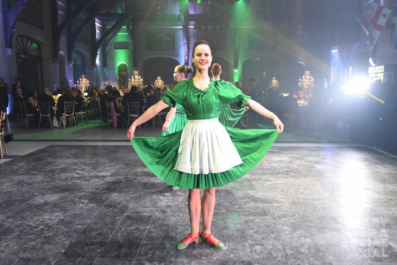 DANCE CURTSY, GREEN STYLE. ;