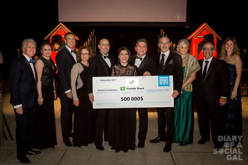 RAISED WITH HEART FOR THE CHILDREN: Governors unless otherwise specified, ISABELLE LIMOGES (FJET), hon. co-president NICOLAS MARCOUX, ball president NATHALIE GAGNON, hon. co-president SYLVAIN CORBEIL, LUC BISAILLON (RBC), JANIE BÉIQUE (Fonds de solidarité FTQ), JOE REDA (Viau), and ANNIE DESJARDINS (FJET) show off the goods.