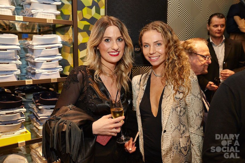 BLONDES IN THE HOUSE! SABRINA CASSIS, PAOLA MORIN.