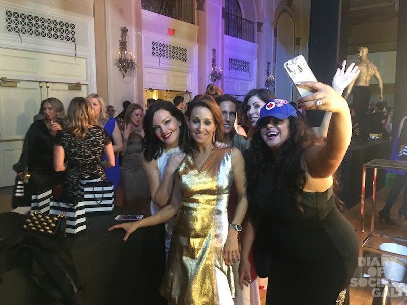#SELFIEOFASELFIE: Power of Prive's JANE HANRAHAN, Lysa Lash of LYSA LASH Next Generation Fur, Power of Prive's VANESSA MULRONEY, Diary's JENN CAMPBELL, and Real Housewives of Toronto's ROXY EARLE.