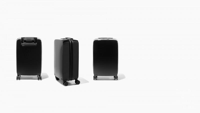 a22-carry-hero-black-gloss-desktop