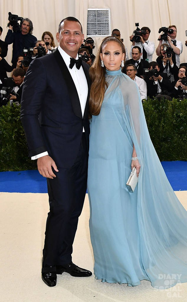 rs_634x1024-170501172206-634.Jennifer-Lopez-Alex-Rodriguez-Met-Gala-New-York.kg.050117