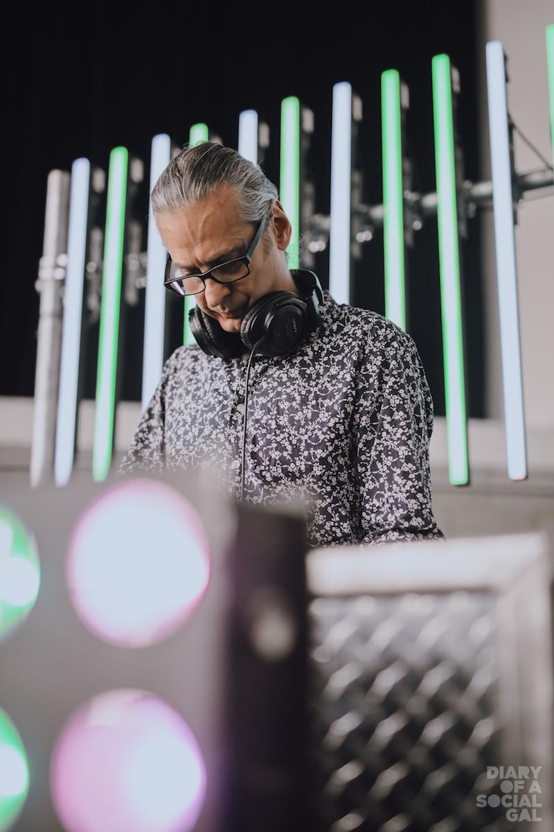 DJ ON PAUSE. ;)
